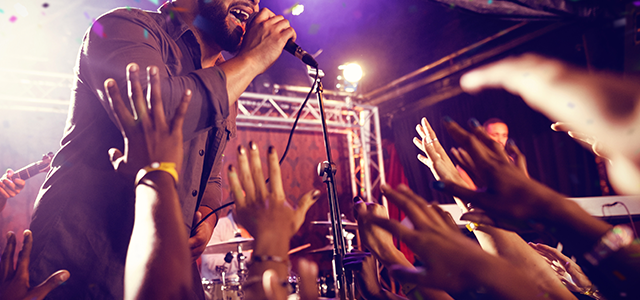 How to Choose the Right Microphone for Live Performance